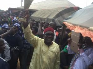 Achigbe waving a broom, the APC symbol