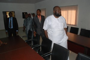 Inspects the multi-purpose conference centre at the Ministry