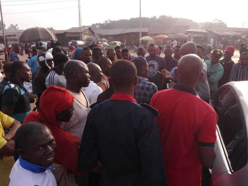 Obudu Youths Protest Outrageous Hike In Fuel Price, Shut Down Fuel Stations