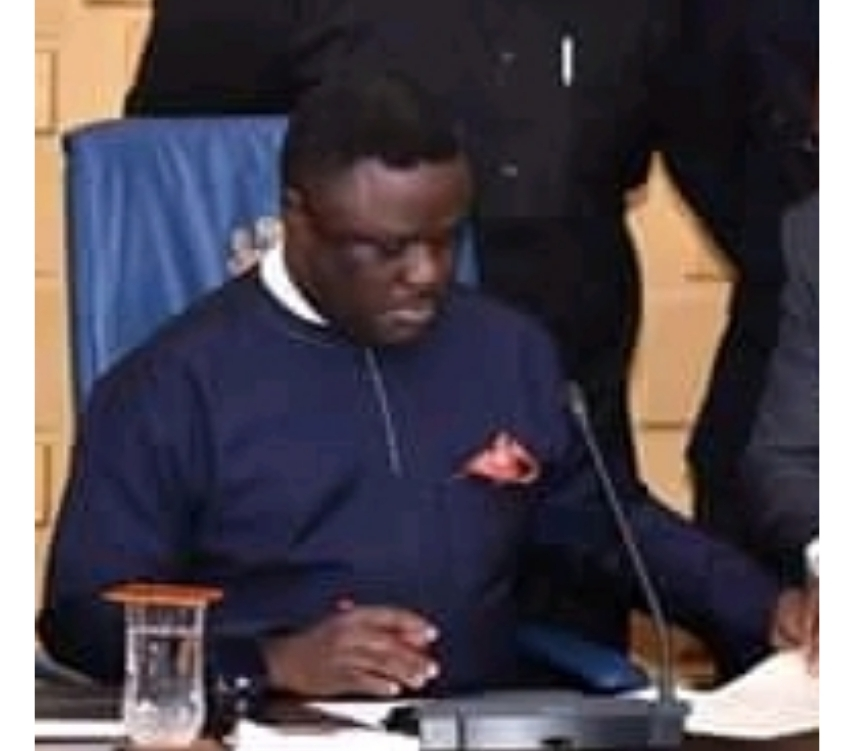 Ayade Weeps As He Signs CR 2018 Budget Into Law