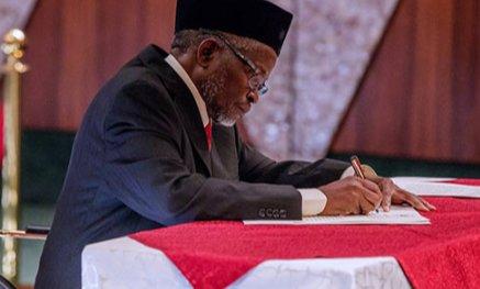 Buhari 'Sacks' CJN Onnoghen, Swears In Mohammed