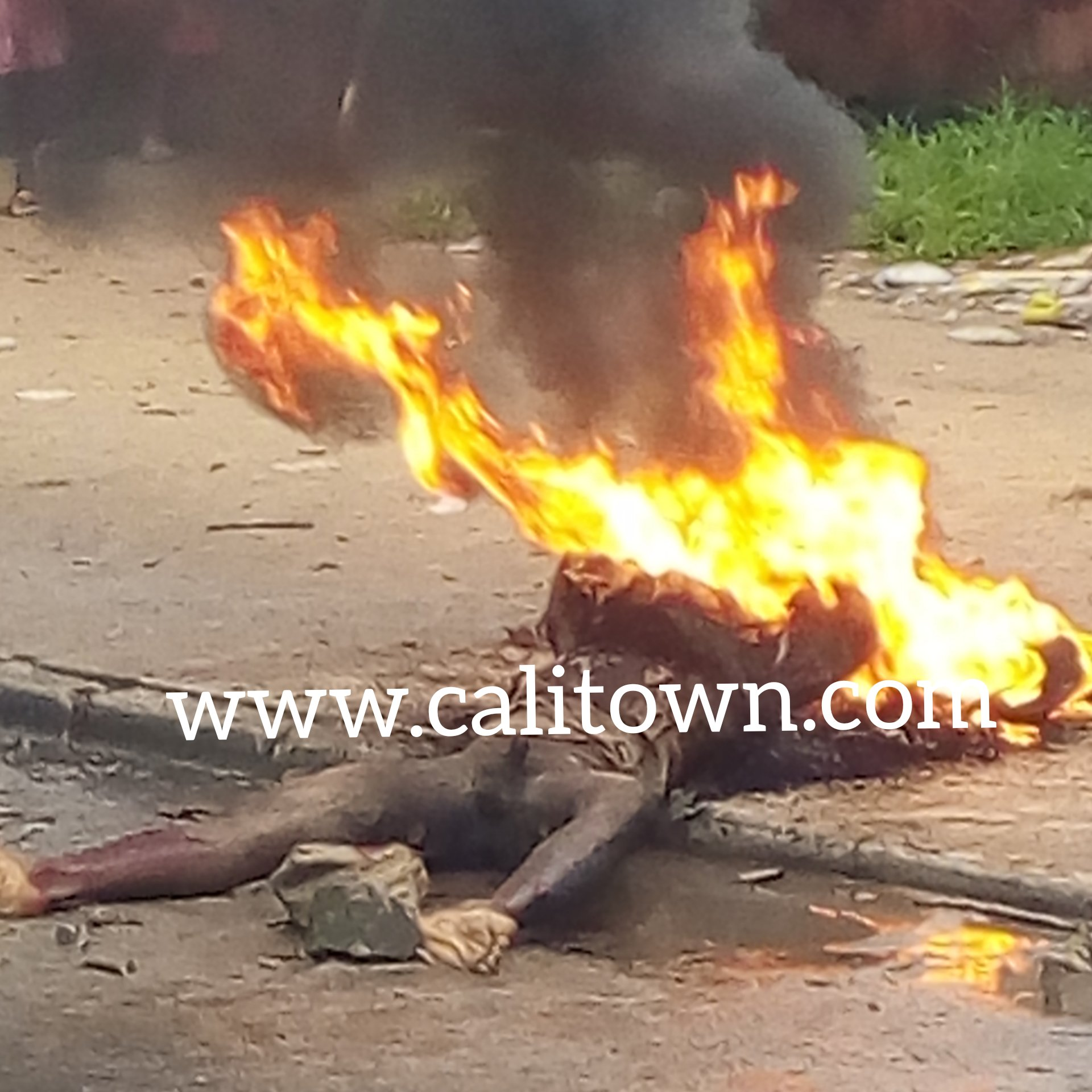 BREAKING: Angry Mob Sets Man Ablaze In Calabar